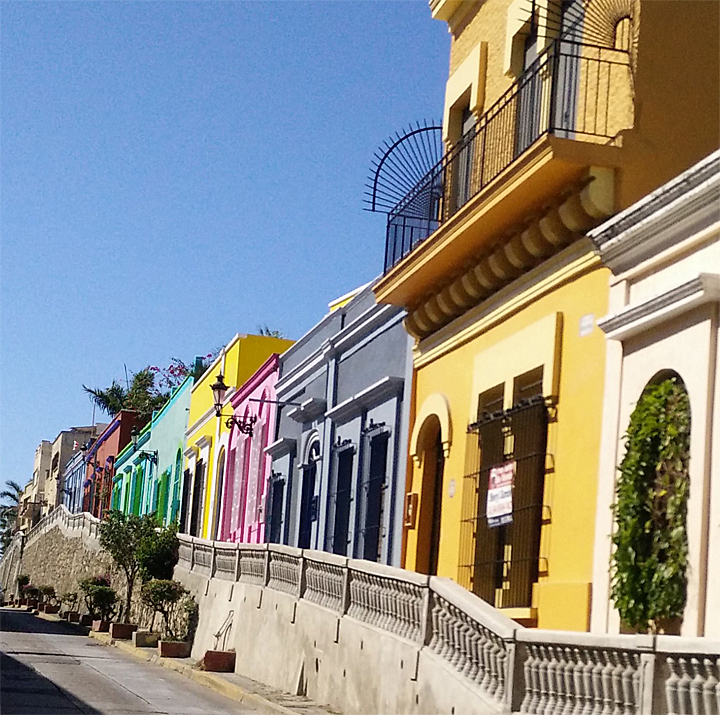 The houses on Angel Flores are even more photogenic than usual!